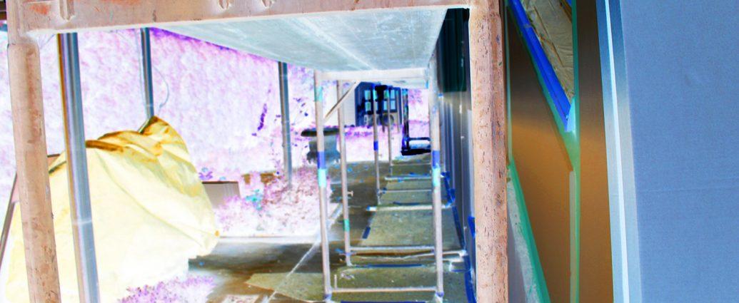 Eigenes Foto: Baustelle mit Baugerüst, invertiert