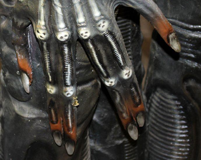 Headerbild: Alien - Hand