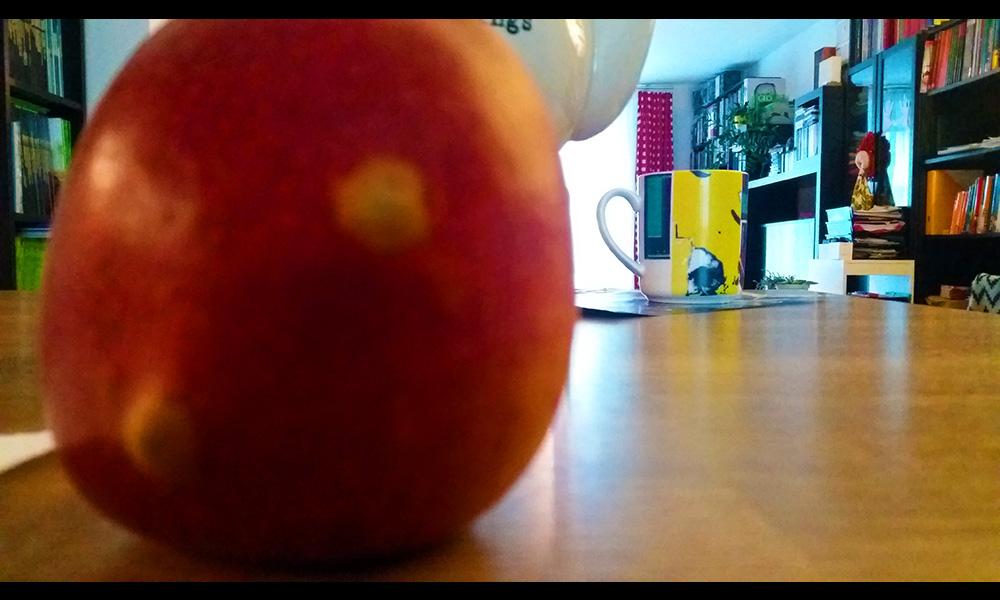 Eigenes Foto - Ausschnitt: Apfel auf Bar
